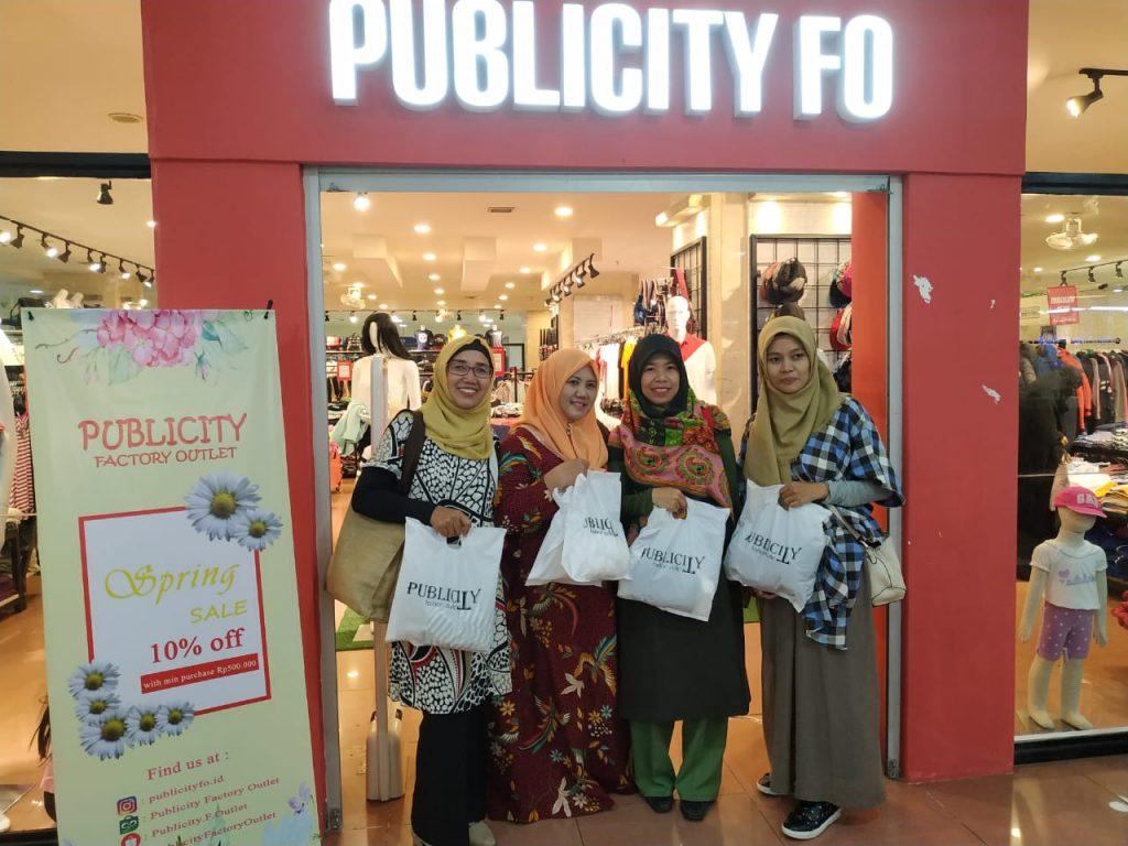 menyebutkan factory outlet baju branded murah di jakarta, pusat factory outlet termurah di Jakarta, Mangga Dua Square tempat belanja baju branded murah