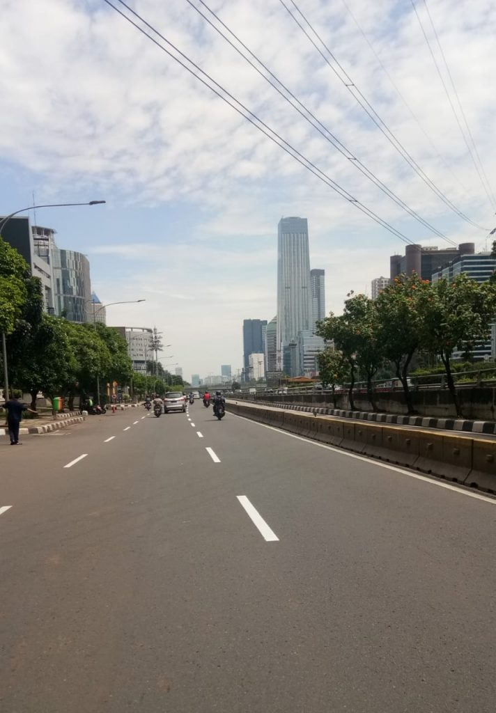Jalanan pusat Jakarta sepi karena corona