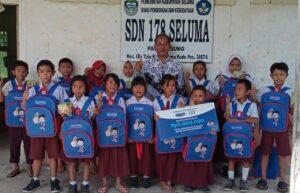 Bantuan pendidikan dan kesehatan anak oleh hansaplast