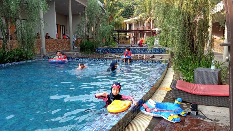 """kolam renang hotel NEO+ Green Savana Sentul City.jpg"""