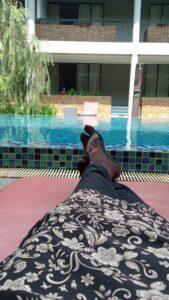 """""""Berjemur di pinggir kolam renang Hotel Neo Green Savana Sentul City.jpeg"""""""